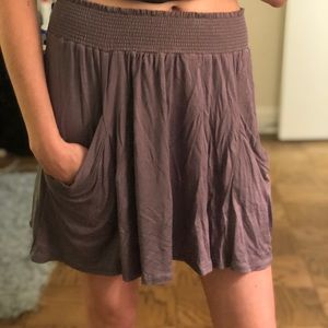 Gray flows skirt with 2 front pockets
